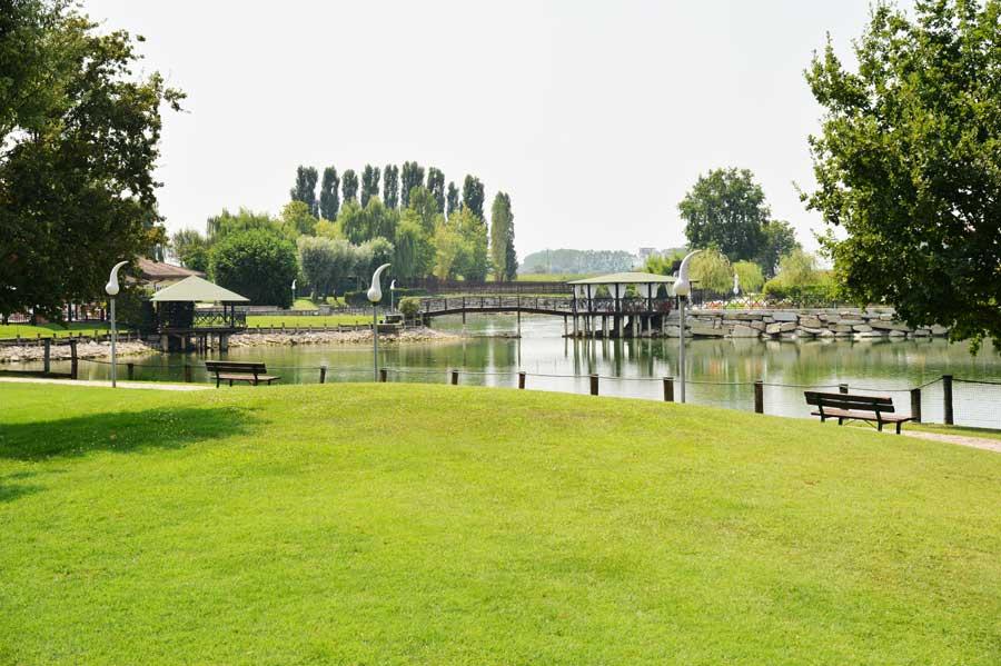 Lago dei salici ristorante per feste e per banchetti for Lago per tartarughe